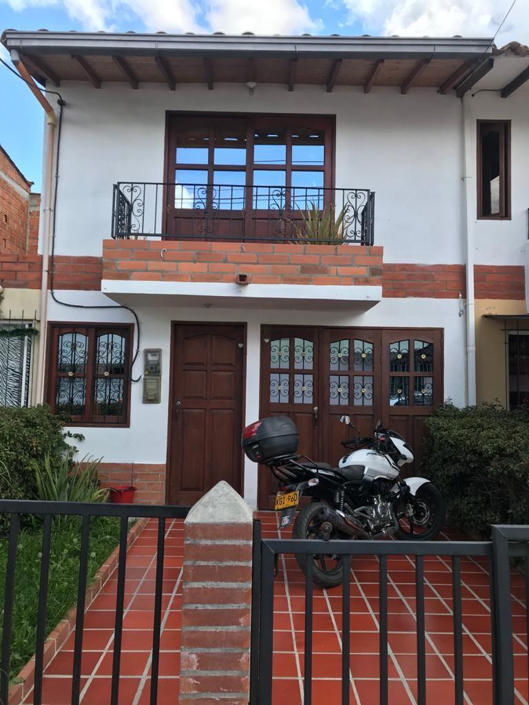 Casa con un Apartamento en La Ceja